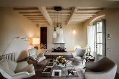 Фотография: Гостиная в стиле Кантри, Современный, Дом, Дома и квартиры, Прованс, дом в италии, как оформить потолок, как обустроить загородный дом, как сочетать стили – фото на InMyRoom.ru