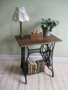 60 Ideas To Recycle Vintage Sewing Machines 60 Ideas To Recycle Your Old Sewing Machines Recycled Furniture Diy Sewing Table, Sewing Machine Tables, Antique Sewing Machines, Diy Table, Table Lamp, Repurposed Furniture, Vintage Furniture, Diy Furniture, Modern Furniture