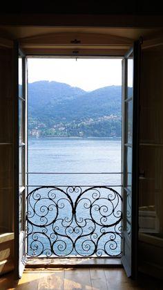 La villa Carlotta située à Tremezzo. Balade autour du lac de Côme en Italie by Annouchka