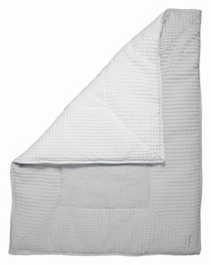 boxkleed Koeka Wafel Zilvergrijs Wit. Mooie natuurlijke tint grijs in combinatie met wit aan de andere zijde. Boxkleed Koeka Wafel Zilvergrijs wit is aan beide kanten te gebruiken.