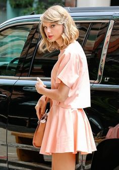Taylor Swift Photos: Taylor Swift Lunches At Smile Cafe
