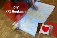 Een XXL valentijnskaart om samen met je kind te maken voor je partner. Een grotere knuffel kan je neit krijgen.