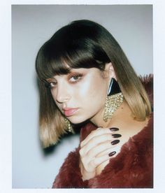 Charli XCX's Path to Becoming Pop's Preeminent Hook Maker The key to writing a good song for the brat-pop wunderkind turned musical futurist? Speed and avoiding her feelings. Celebrity Hairstyles, Bob Hairstyles, Charly Xcx, Jonathan Scott, Famous Faces, Hair Inspo, Selena Gomez, Rihanna, Hair Color