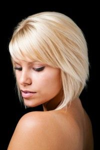 side swept angled bangs- totally growing my hair out like this Angled Bangs, Choppy Bangs, Side Swoop Bangs, Short Side Bangs, Cut Bangs, Side Fringe, Angled Bob Hairstyles, Latest Hairstyles, Bobs For Thin Hair