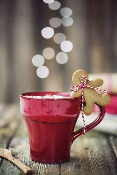 Hot chocolate with mini gingerbread man by Ruth Black - Christmas, Drink - Stocksy United Christmas Mood, Noel Christmas, Christmas Treats, Christmas Baking, All Things Christmas, Christmas Cookies, Christmas Coffee, Black Christmas, Country Christmas