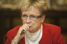 RKP:n Ulla-Maj Wideroos toimi Matti Vanhasen (kesk) ykköshallituksen toisena valtiovarainministerinä. Wideroos ei uskaltanut esitellä kansanedustajien supereläkkeet mahdollistanutta lakiesitystä 2000-luvun puolivälissä.