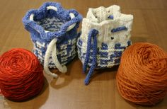 knitted cake cozies with yarn cakes - free knit pattern