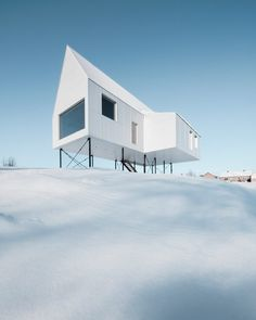 Delordinaire plays with boundaries between interior and exterior in the project for this small winter cabin above a snow-laden slope in Quebec. Contemporary Architecture, Interior Architecture, Interior And Exterior, Minimal Architecture, Interior Design, Luxury Interior, Room Interior, Architecture Parisienne, Winter Cabin