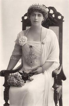Queen Marie of Romania Gallery / H. Queen Marie of Rumania Reine Victoria, Queen Victoria, Romanian Royal Family, Tres Belle Photo, Adele, Queen Of Everything, Princess Alexandra, Royal Tiaras, Casa Real