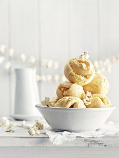 Suloisen makeaa, aavistuksen suolaista, ehdottoman ihanaa. Popcornjäätelö hurmaa aina! Homemade Ice Cream, Ice Cream Recipes, Maine Coon, Food Photography, Baking, Breakfast, Summer, Diy, Inspiration