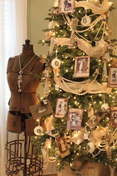LOVE this old-timey tree with pearls, burlap and old black and whites. From the 2011 Bachman's Holiday Ideas House...