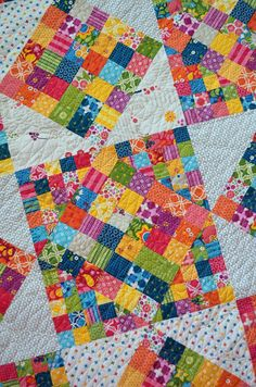 This is the way I'll make my 2016 scrap quilt: Squaretastic is a very nice pattern!