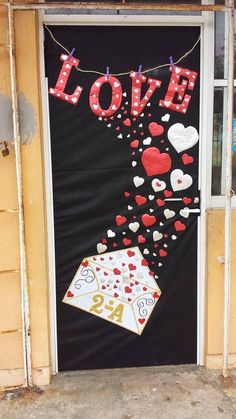 34 The Best Valentine Door Decorations - Adding a touch of classy romance and country charm to a willow branch wreath can bring admirable envy to your front entry way, or any currently unador. School Door Decorations, Class Decoration, Valentines Day Decorations, Valentine Activities, Valentine Day Crafts, Saint Valentine, Decoration St Valentin, Valentines Day Bulletin Board, San Valentin Ideas