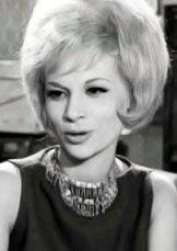 Η Νίκη Λινάρδου (γνωστή και ως Μπέμπη Κούλα, καλλιτεχνικό ψευδώνυμο με το οποίο εμφανιζόταν μέχρι το 1962), υπήρξε Ελληνίδα ηθοποιός του κινηματογράφου και του θεάτρου.  Γεννήθηκε τον Ιούνιο του 1939 και υπήρξε δεύτερη σύζυγος του συγγραφέα, σεναριογράφου και σκηνοθ� Old Greek, Greek Beauty, Greece, Cinema, Memories, Actresses, Stars, Film, Celebrities