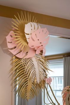MODA OPERANDI - Millington Associates Paper Plants, Sculptures Papier, Paper Leaves, Paper Design, Gold Paper, Pink Paper, Paper Art, Giant Flowers, Diy Flowers