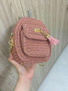 Marvelous Crochet A Shell Stitch Purse Bag Ideas. Wonderful Crochet A Shell Stitch Purse Bag Ideas. Crotchet Bags, Bag Crochet, Crochet Shell Stitch, Crochet Handbags, Crochet Purses, Knitted Bags, Crochet Crafts, Crochet Stitches, Crochet Backpack Pattern