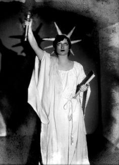 1925 - The Circle, Joan Crawford.