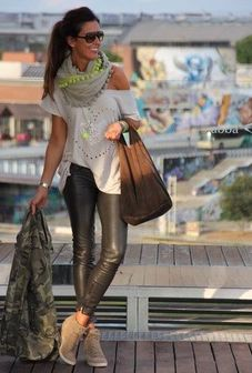 Attractive Spring Look With Stylish Scarf and Legging