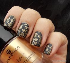 For the black I used Essence Fatal and then stamped my favourite pattern in the world, roses from Konad plate m65.