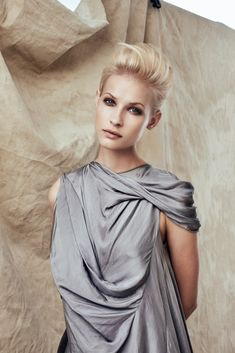 Hair color is reinvented with overlapping, blurred chromatic lines. Perfect Blonde, Fashion Images, Pretty Hairstyles, Absolutely Gorgeous, Hair Color, Collections, Concept, Gowns, Hair Styles