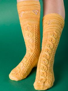 Busy Bee Pattern instructions in free download. These socks have a wonderful cable from the foot up to the cuff that resembles the busy worker bees in the honeycomb and to finish off the socks the cuff shows the bees buzzing happily around the hive