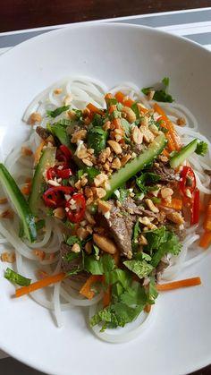 Vietnamesische Reisnudelbowl
