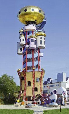 La torre Kuchlbauer (Kuchlbauer-Turm en alemán) es una torre de observación diseñada por el arquitecto austríaco Friedensreich Hundertwasser en los terrenos de la cervecería Kuchlbauer en Abensberg, una ciudad bábara de Alemania.