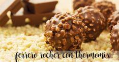 Vegan Chocolate Hazelnut Truffles (Just Like Ferrero Rochers!) I don't care that it is vegan. Desserts Crus, Desserts Sains, Raw Desserts, Vegan Candies, Vegan Treats, Healthy Treats, Raw Food Recipes, Sweet Recipes, Dessert Recipes