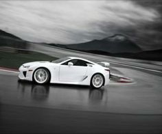 Lexus LFA White from www.yours-cars.eu/LEXUS/Lexus7.htm