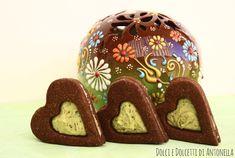 Biscotti al cioccolato con cuore di crema al pistacchio, Ricetta San Valentino