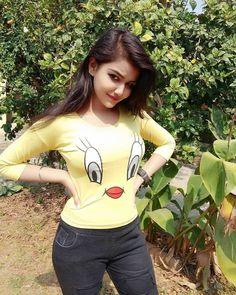 cute girl pic Indian Beautiful Girls - Online Information 24 Hours Stylish Girls Photos, Stylish Girl Pic, Girl Photos, Beautiful Girl Photo, Beautiful Girl Indian, Beautiful Moon, Beautiful Life, Preety Girls, Cute Girls