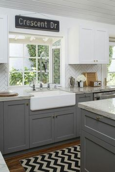 3 Mind Blowing Useful Tips: Country Kitchen Remodel Posts kitchen remodel backsplash lighting.Ikea Kitchen Remodel Back Splashes kitchen remodel backsplash diy. Two Tone Kitchen Cabinets, Grey Cabinets, Kitchen Redo, Kitchen Island, Kitchen Ideas, Kitchen White, Shaker Kitchen, Ikea Island, Shaker Cabinets