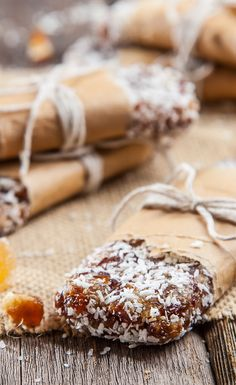 Pre-Workout Energy Bar Recipe. Need a quick bite before you run out the door? Make a batch of Pre-Workout Energy Bars to store in your freezer!