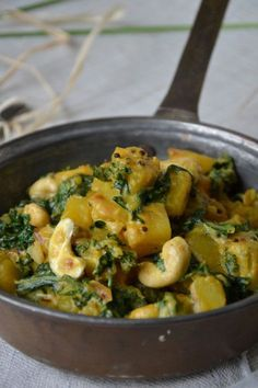 Curry de chou kale et pommes de terre aux noix de cajou 21 high protein breakfasts that barely take any time to prepare Vegan Breakfast Recipes, Raw Food Recipes, Veggie Recipes, Indian Food Recipes, Vegetarian Recipes, Healthy Recipes, Ethnic Recipes, Potato Recipes, Drink Recipes