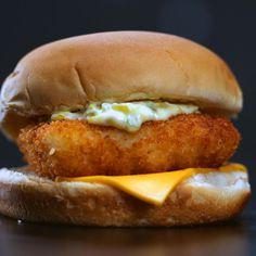 Copycat Filet-O-Fish - Healthy Fish Food İdeas Filet O Fish Recipe, Mcdonald's Filet O Fish, Sandwich Recipes, Fish Recipes, Seafood Recipes, Cooking Recipes, Mcdonalds Tartar Sauce Recipe, Chicken Recipes, Hamburgers