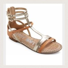 ❤️NWT Gladiator Sandal ❤️ Great neutral colors to go with your whole wardrobeNWT! Sam & Libby Shoes Sandals