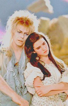 Jim Henson, David Bowie and Jennifer Connelly on the set of Labyrinth [R. Jim Henson and David Bowie. David Bowie Labyrinth, Labyrinth Film, Sarah Labyrinth, Labyrinth Tattoo, Robert Mapplethorpe, Jim Henson, Annie Leibovitz, Richard Avedon, Tv Star