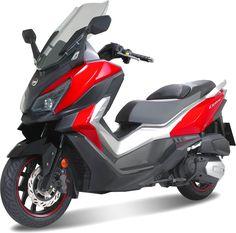 Derrière ses lignes sportives, le maxi-scooter GT bénéficie d'équipements soignés