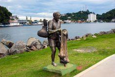 estatua-pescador-zeca-poitena-itanhaem-a-bussola-quebrada