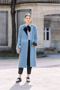 Vanessa Jackman: Paris 2015 Fashion Week AW The key to granny chic is good flat shoes Street Chic, Street Wear, Mode Cool, Fashion Week 2015, Looks Street Style, Blue Coats, Blazer, Autumn Winter Fashion, Fall Fashion