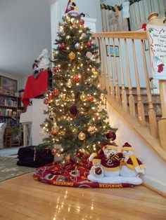 The tree in my foyer at Christmas. #Redskins