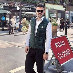 Men's Green Quilted Down Gilet Urban Fashion, Mens Fashion, Men's Waistcoat, Man Pad, Green Quilt, Body Warmer, Puffer Vest, Padded Jacket, Smart Casual