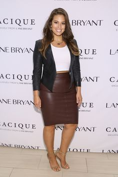 Love this brown leather skirt worn by Ashley Graham Fashion Mode, Curvy Girl Fashion, Moda Fashion, Hipster Fashion, Plus Size Fashion, Womens Fashion, Fashion Trends, Petite Fashion, Fashion Wear