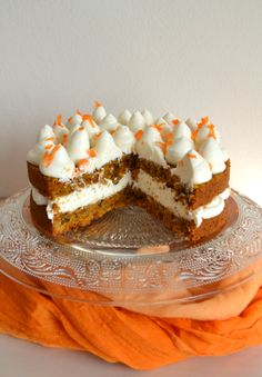 Moist Loaded Carrot Cake with pineapple, coconut, pecans, and raisins Wine Recipes, Dessert Recipes, Desserts, Cooking Recipes, Carrot Cake With Pineapple, Pineapple Coconut, Sweet Cooking, Dessert Decoration, Baking And Pastry