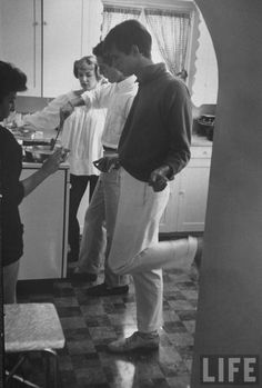 Joanne Woodward baking sweet rolls, Paul Newman making eggs, Anthony Perkins dancing