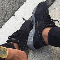 #mulpix #men #huarache #nikehuarache #nike #addict #shoes #shop #selfie #lyon #goodtime #gold #watch #love #follow #followme #sneakers