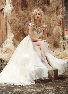 Stunning Wedding Ceremony Dresses By Hayley Paige | Pink Decoration