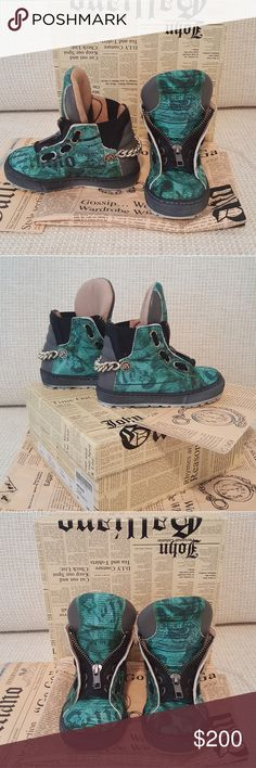 John Galliano Toddler Boots Limited Edition 100% Authentic John Galliano Leather Boots Was bought in Paris, France worn only once (we bought the wrong size for our child) comes from the smoke free house Like new condition Nowhere to Find please email me for more questions  Size 6 John Galliano Shoes Boots