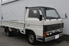 Stock No: TM1169592, Make: Mazda, Model: Titan, Year: 1987 Chassis: WE5AT, Mileage: 28557km, Engine: 2.5, Fuel: Diesel, Gear: manual, Steering: Right Hand Drive (RHD), Color: White, Doors: 2, Seats: 3, Location: Zimbabwe