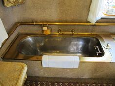 The Garrett's Baltimore house, called Evergreen, was built in 1858 by a fellow named Stephen Broadbent. In B&O President John Work Garrett I Antique Bathtub, Victorian Bathroom, Vintage Bathrooms, Dream Bathrooms, Baltimore House, Victorian Life, Victorian Interiors, Craftsman Bungalows, High Art